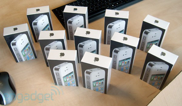 white_iphone_4_be_sold_00