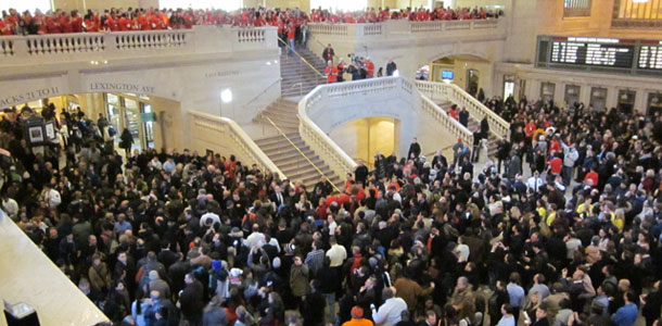gct_packed_apple_retail_store_opening_0