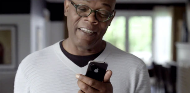 sam_jackson_zooey_deschanel_star_in_two_new_ads_for_the_iphone_4s_video_0