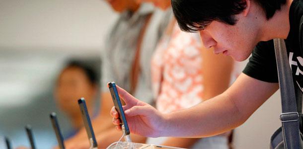 Analysts-estimate-average-26M-iPhones-sold-in-Apple's-Q4_0