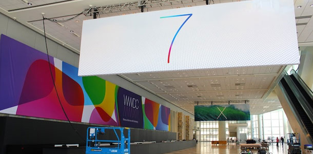 minimalist-ios-7-os-x-10-9-banner-goes-up-at-moscone-west-for-wwdc-2013-0