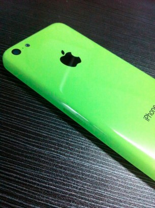 photos-picture-plastic-iphone-shell-next-to-iphone-5-2