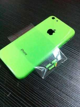 photos-picture-plastic-iphone-shell-next-to-iphone-5-3
