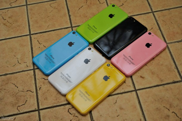 the-iphone-5c-likely-colors-plus-some-new-dummy-units-are-unveiled-1