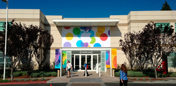 apples-campus-decorated-for-tomorrows-media-event-with-new-banners-0