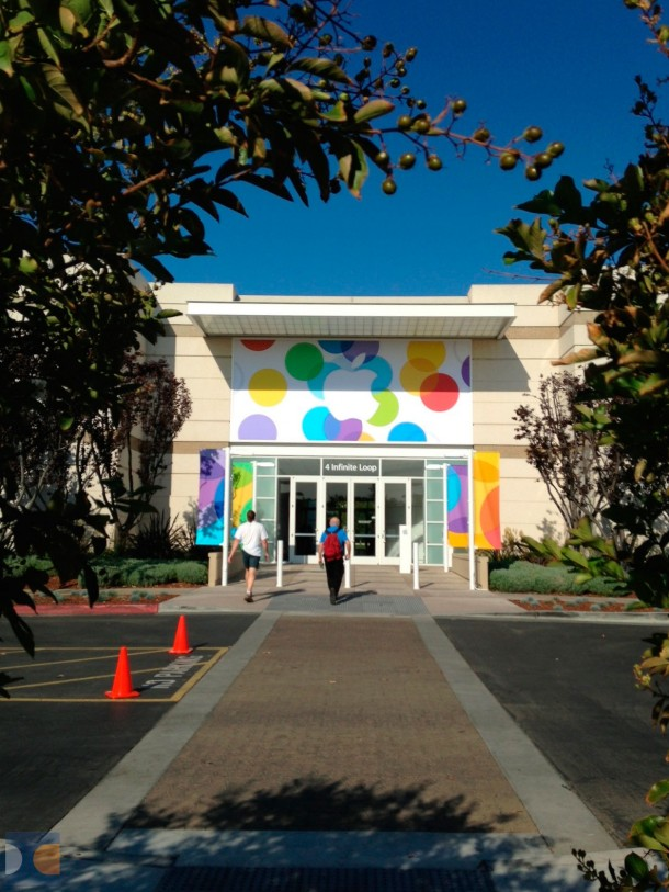 apples-campus-decorated-for-tomorrows-media-event-with-new-banners-1
