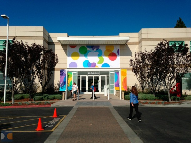 apples-campus-decorated-for-tomorrows-media-event-with-new-banners-2