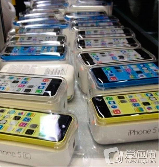 leaked-images-show-iphone-5c-in-blue-green-yellow-and-white-2