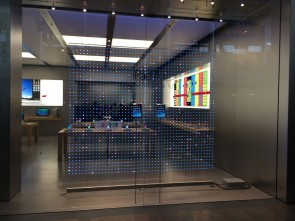 apple-stores-to-celebrate-holidays-with-spectacular-front-window-display-4