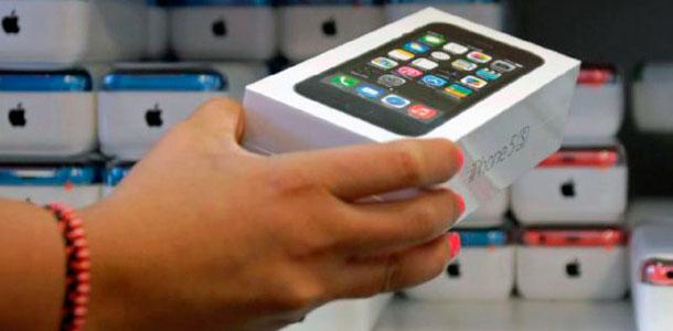 v-rossii-nablyudaetsya-defitsit-iphone-5s-0
