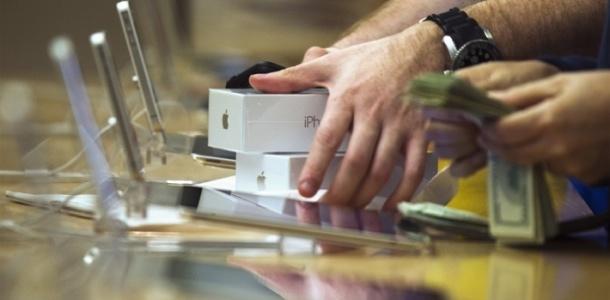 analysts-estimate-apple-sold-55-3m-iphones-last-quarter-up-16-percent-0