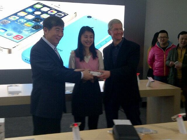 tim-cook-larger-iphone-china-mobile-launch-1