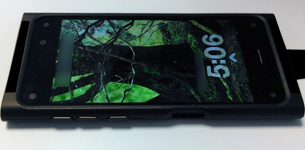 amazons-iphone-competitor-purportedly-revealed-in-photos-with-6-cameras-3d-ui-0